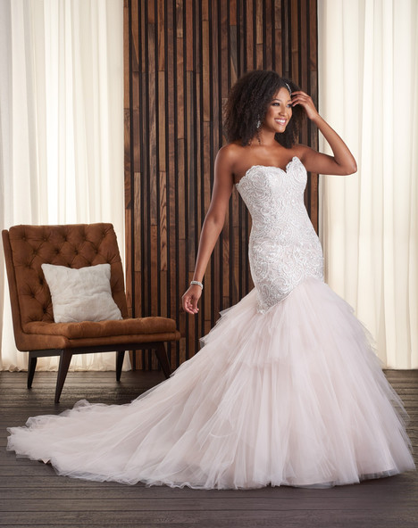 721 gown from the 2017 Bonny Bridal collection, as seen on dressfinder.ca