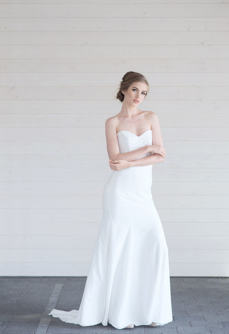 Honor gown from the 2017 Lillian Wild collection, as seen on dressfinder.ca