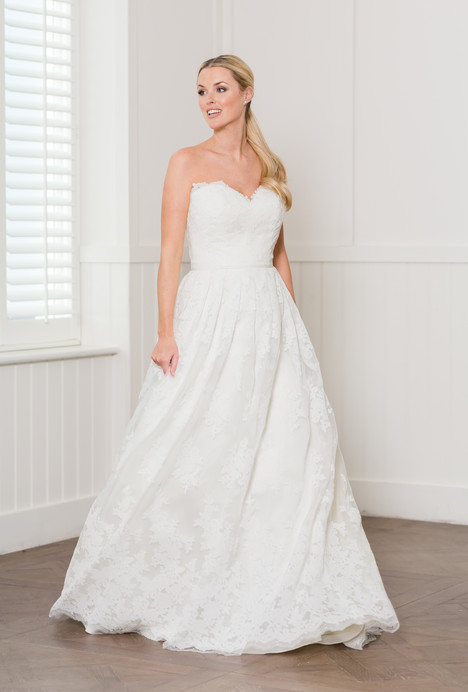 Brooklyn gown from the 2018 Augusta Jones collection, as seen on dressfinder.ca