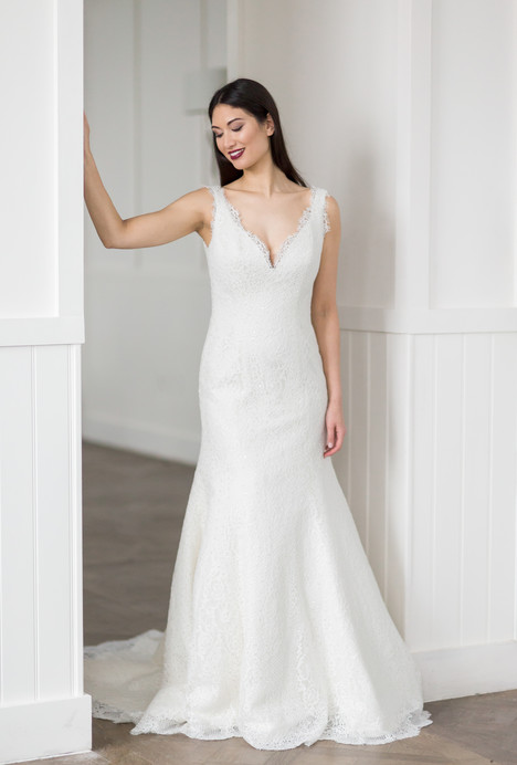 Liz gown from the 2018 Augusta Jones collection, as seen on dressfinder.ca