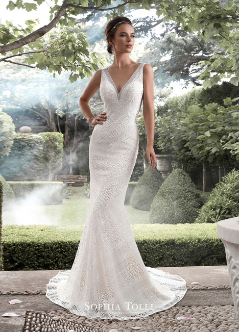 Aquarius (Y21742) gown from the 2017 Sophia Tolli collection, as seen on dressfinder.ca