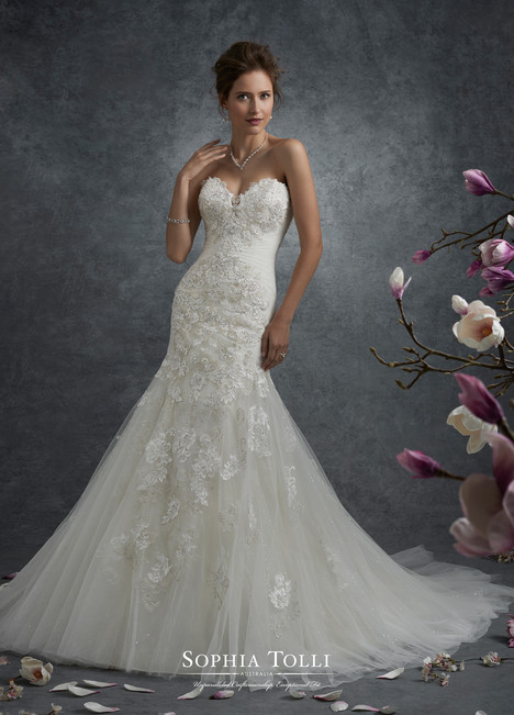 Andromeda (Y21763) gown from the 2017 Sophia Tolli collection, as seen on dressfinder.ca