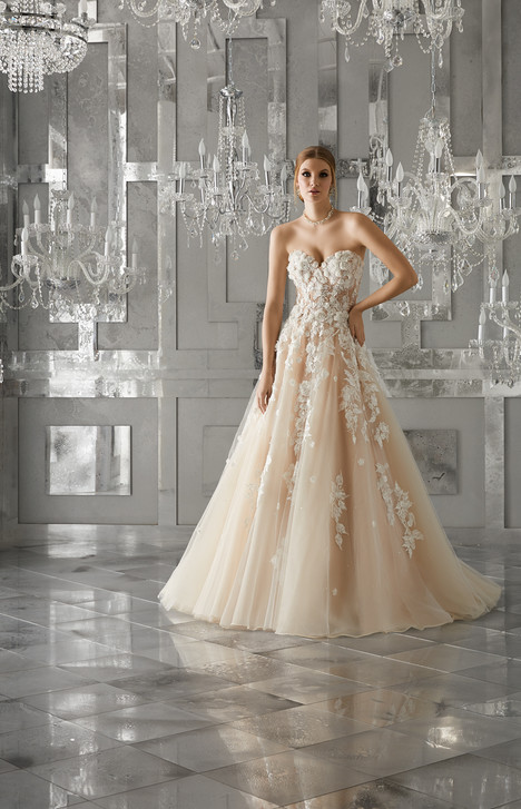 8171 gown from the 2017 Mori Lee: Bridal collection, as seen on dressfinder.ca