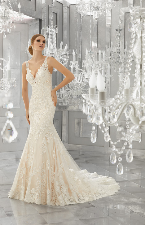 8186 gown from the 2017 Mori Lee: Bridal collection, as seen on dressfinder.ca
