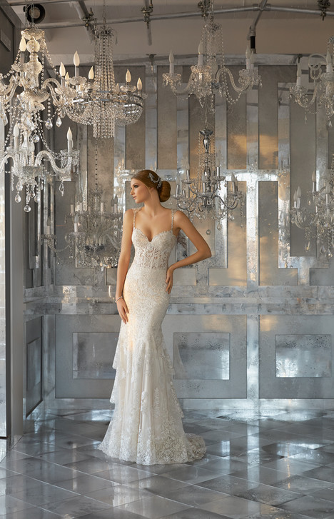 8188 gown from the 2017 Mori Lee: Bridal collection, as seen on dressfinder.ca