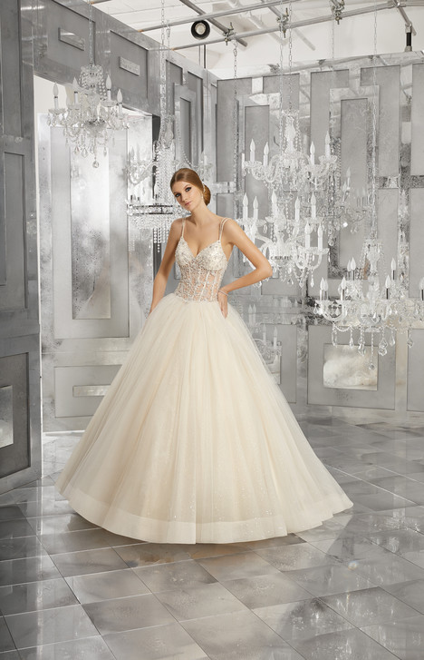 8194 gown from the 2017 Mori Lee: Bridal collection, as seen on dressfinder.ca
