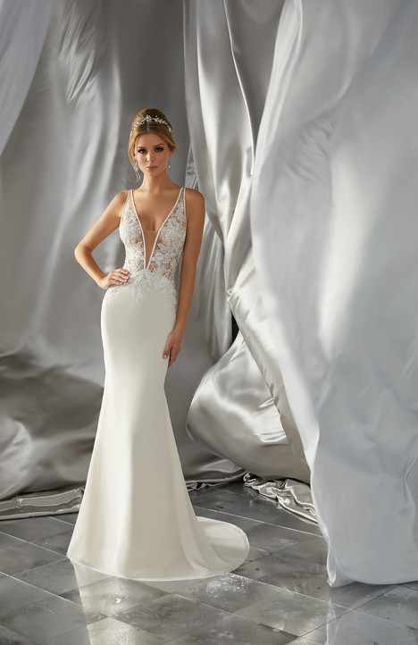 6870 gown from the 2017 Mori Lee: Voyage collection, as seen on dressfinder.ca