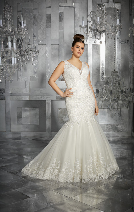 3223 gown from the 2017 Mori Lee: Julietta collection, as seen on dressfinder.ca