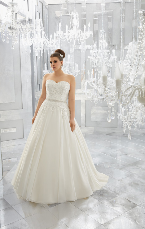 3224 gown from the 2017 Mori Lee: Julietta collection, as seen on dressfinder.ca