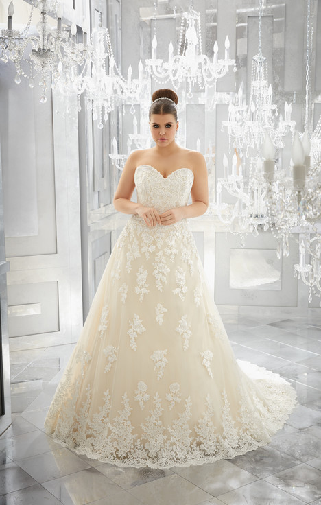 3226 gown from the 2017 Mori Lee: Julietta collection, as seen on dressfinder.ca