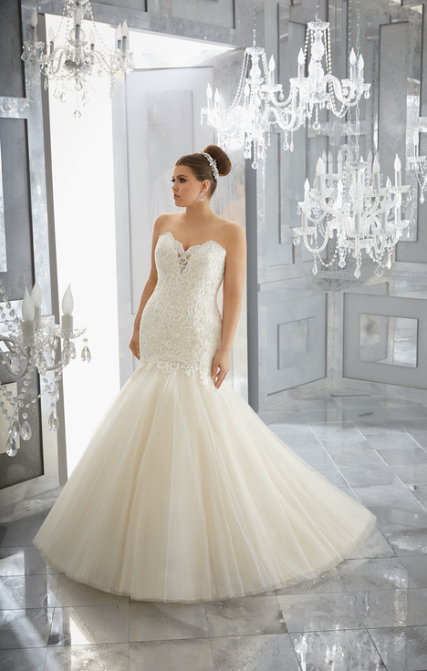 3227 gown from the 2017 Mori Lee: Julietta collection, as seen on dressfinder.ca