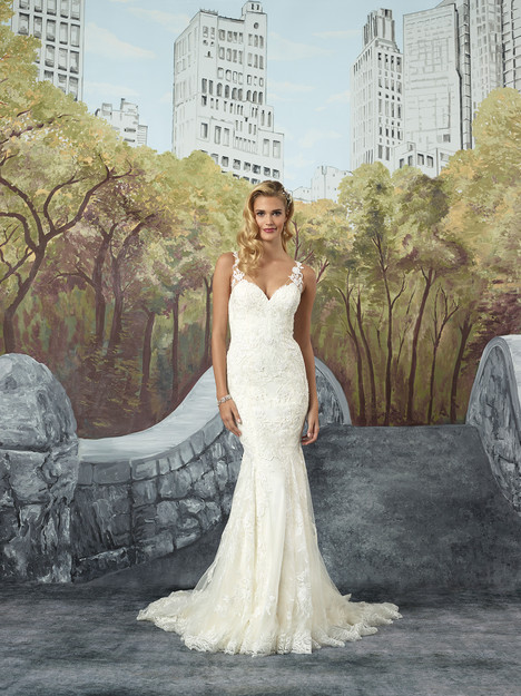 8922 gown from the 2017 Justin Alexander collection, as seen on dressfinder.ca