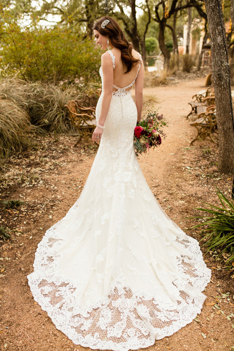 D2323 gown from the 2017 Essense of Australia collection, as seen on dressfinder.ca