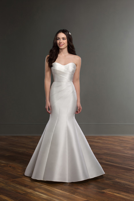841 gown from the 2017 Martina Liana collection, as seen on dressfinder.ca
