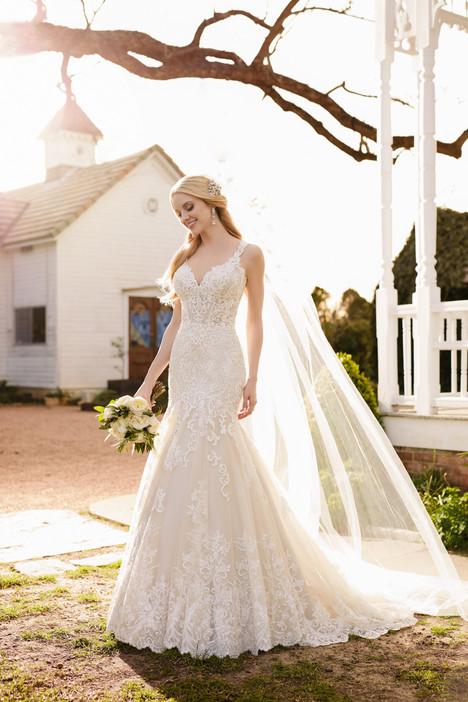 904 gown from the 2017 Martina Liana collection, as seen on dressfinder.ca
