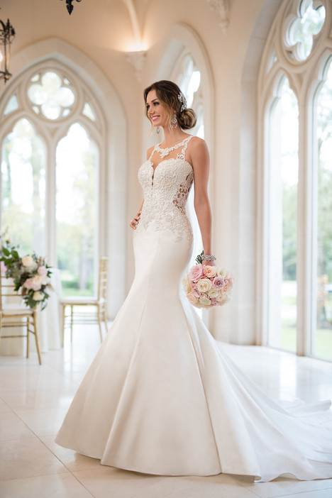 6473 gown from the 2017 Stella York collection, as seen on dressfinder.ca