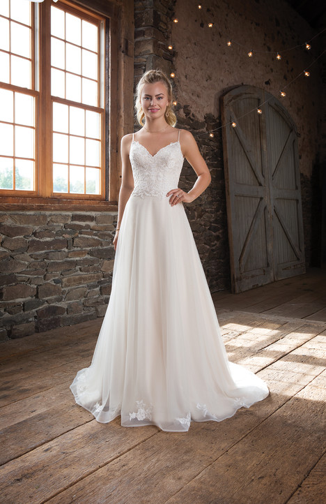 1115 gown from the 2017 Sweetheart collection, as seen on dressfinder.ca