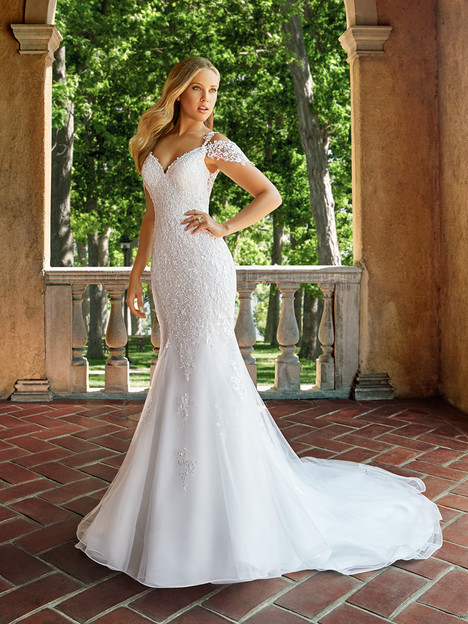 J6541 gown from the 2018 Moonlight : Collection collection, as seen on dressfinder.ca