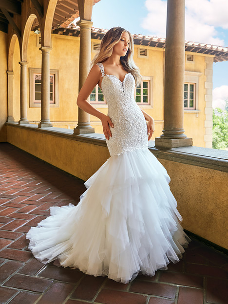 J6546 gown from the 2018 Moonlight : Collection collection, as seen on dressfinder.ca