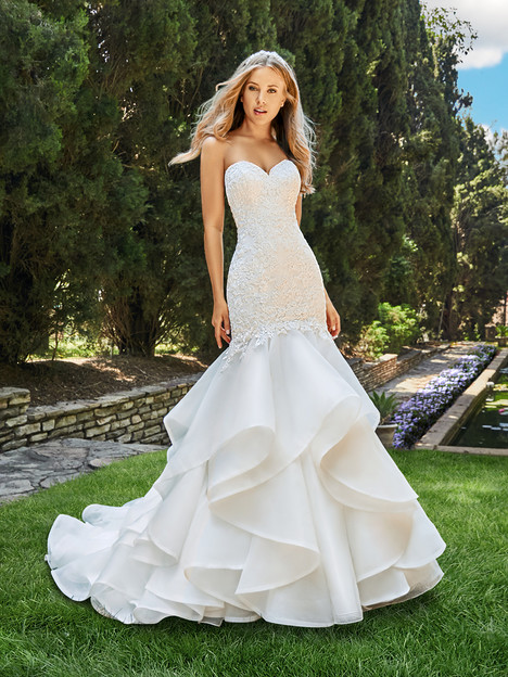 J6550 gown from the 2018 Moonlight : Collection collection, as seen on dressfinder.ca