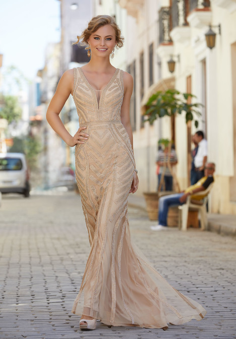 42060 gown from the 2018 Mori Lee Prom collection, as seen on dressfinder.ca