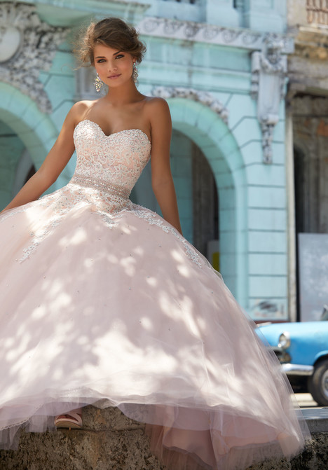 42083 gown from the 2018 Mori Lee Prom collection, as seen on dressfinder.ca