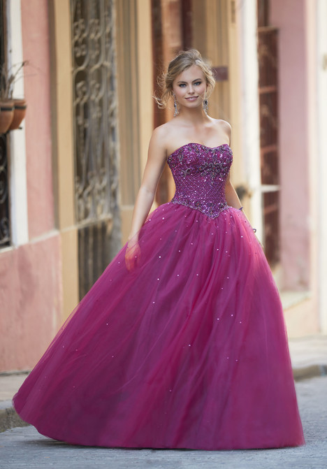42133 gown from the 2018 Mori Lee Prom collection, as seen on dressfinder.ca