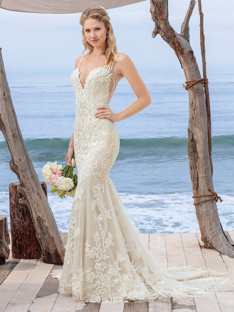 BL260 gown from the 2018 Beloved By Casablanca collection, as seen on dressfinder.ca