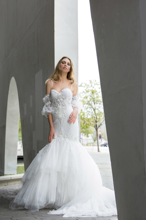 Linsey gown from the 2018 Yaniv Persy Bridal Couture collection, as seen on dressfinder.ca