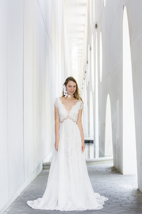 Sara gown from the 2018 Yaniv Persy Bridal Couture collection, as seen on dressfinder.ca