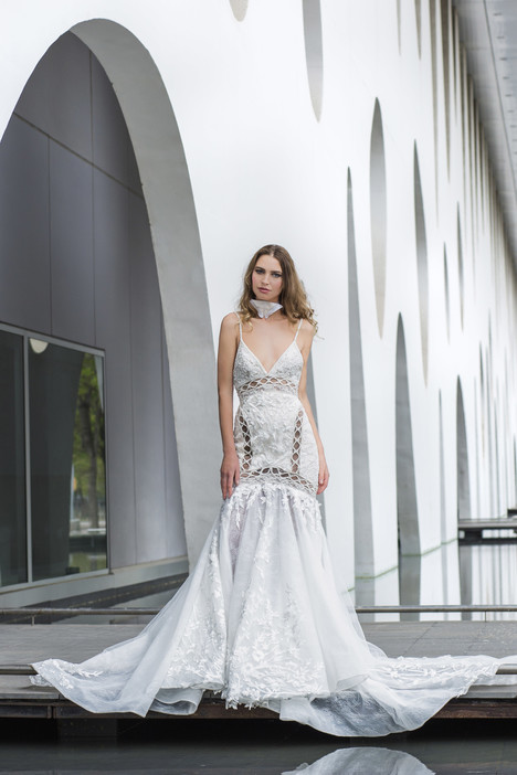 Stella gown from the 2018 Yaniv Persy Bridal Couture collection, as seen on dressfinder.ca