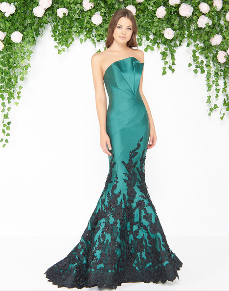 80761D (Emerald Black) gown from the 2018 Mac Duggal : Couture collection, as seen on dressfinder.ca