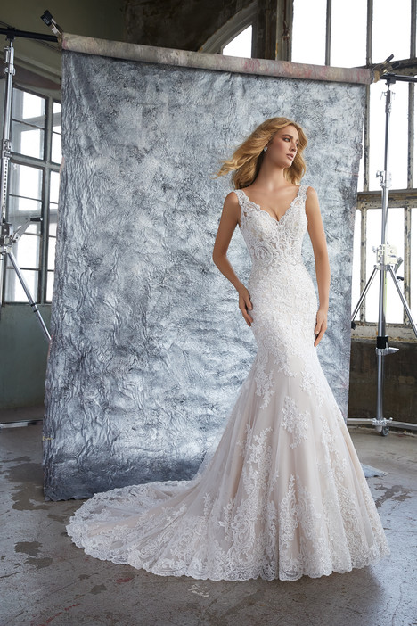 8212 gown from the 2018 Mori Lee: Bridal collection, as seen on dressfinder.ca