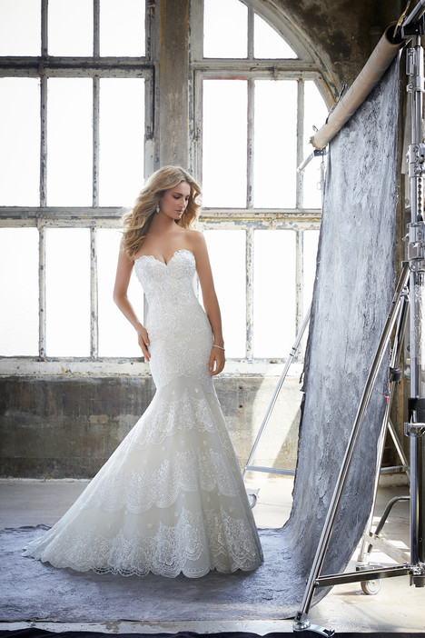 8216 gown from the 2018 Mori Lee: Bridal collection, as seen on dressfinder.ca