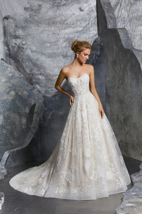 8220 gown from the 2018 Mori Lee: Bridal collection, as seen on dressfinder.ca