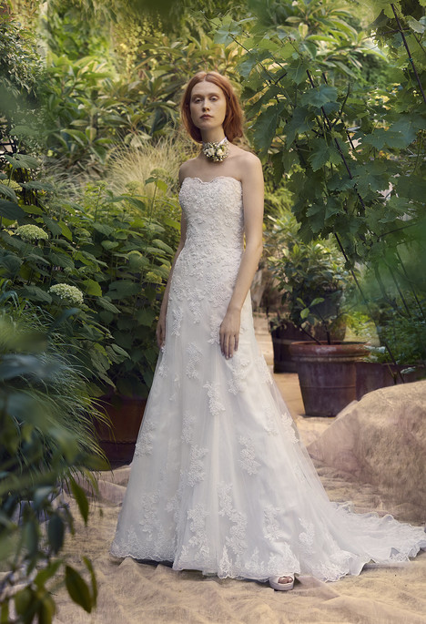 Caitlin gown from the 2018 Annasul Y collection, as seen on dressfinder.ca