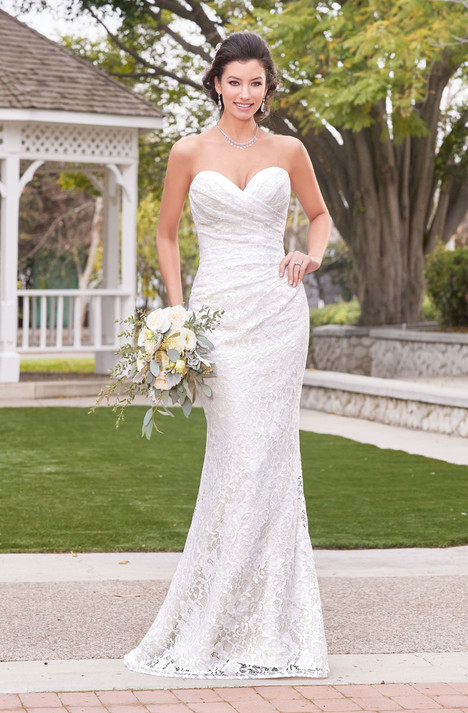 Eva (V1816) gown from the 2018 KittyChen Ivoire collection, as seen on dressfinder.ca