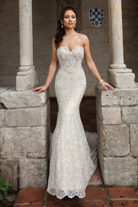 13150 gown from the 2018 Cristiano Lucci collection, as seen on dressfinder.ca