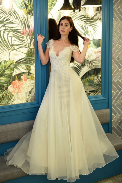 Chris gown from the 2018 Augusta Jones collection, as seen on dressfinder.ca