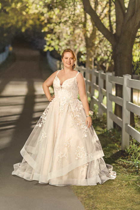 Athena + gown from the 2018 Beloved By Casablanca collection, as seen on dressfinder.ca