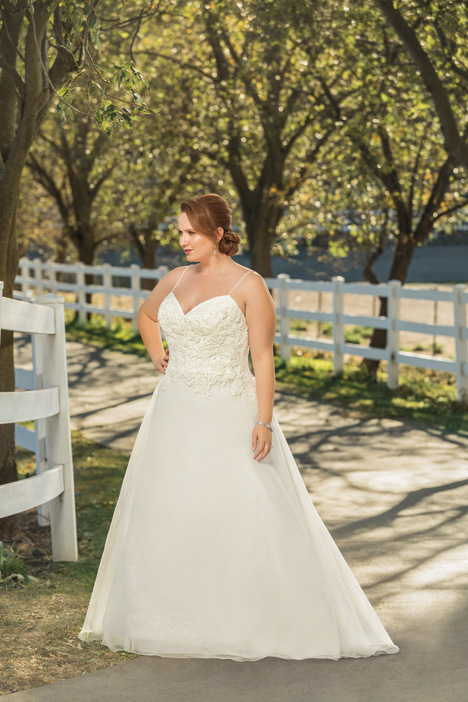Thea + gown from the 2018 Beloved By Casablanca collection, as seen on dressfinder.ca