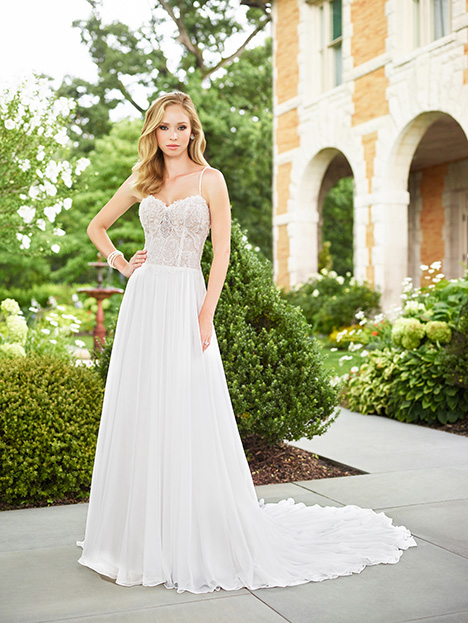 955b971c75c 118133 gown from the 2018 Enchanting by Mon Cheri collection