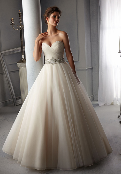 5276 gown from the 2018 Mori Lee: Bridal collection, as seen on dressfinder.ca