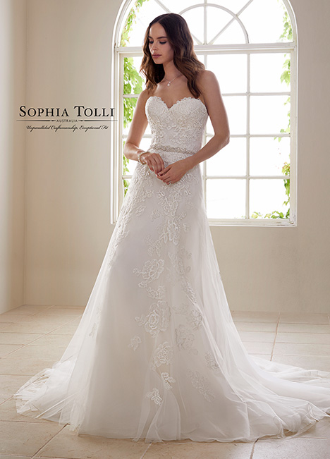 Y21827 gown from the 2018 Sophia Tolli collection, as seen on dressfinder.ca