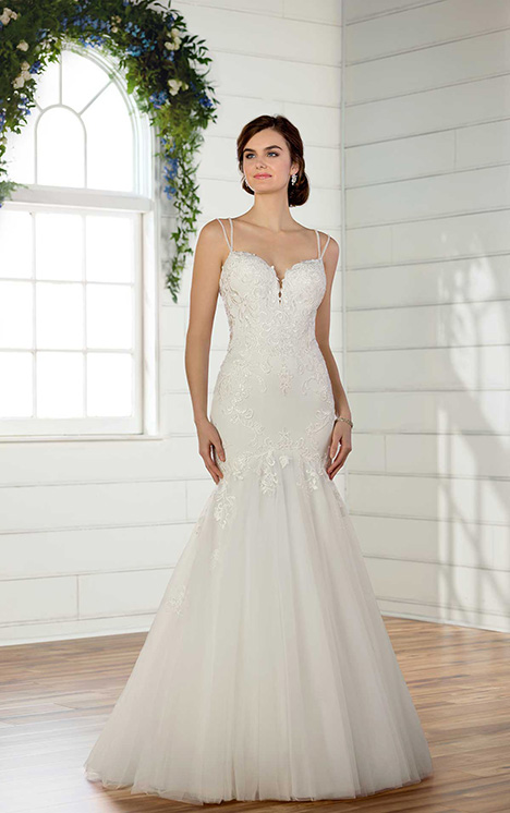 D2475 gown from the 2018 Essense of Australia collection, as seen on dressfinder.ca