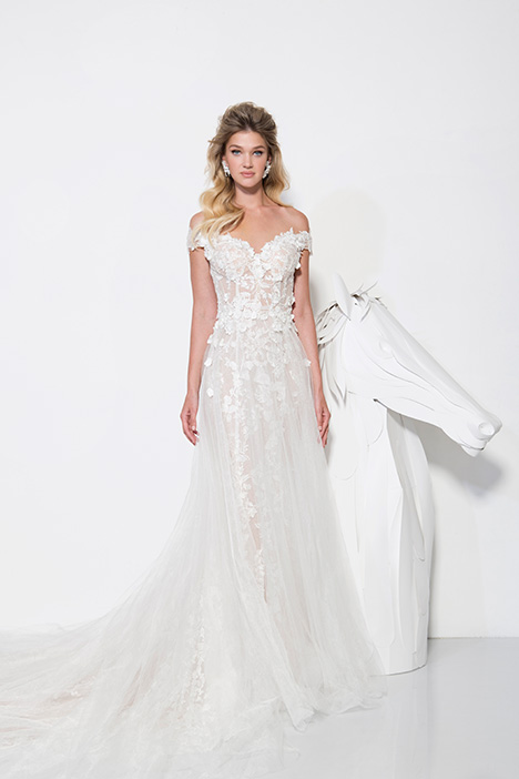 1902 gown from the 2019 Yaniv Persy Bridal Couture collection, as seen on dressfinder.ca