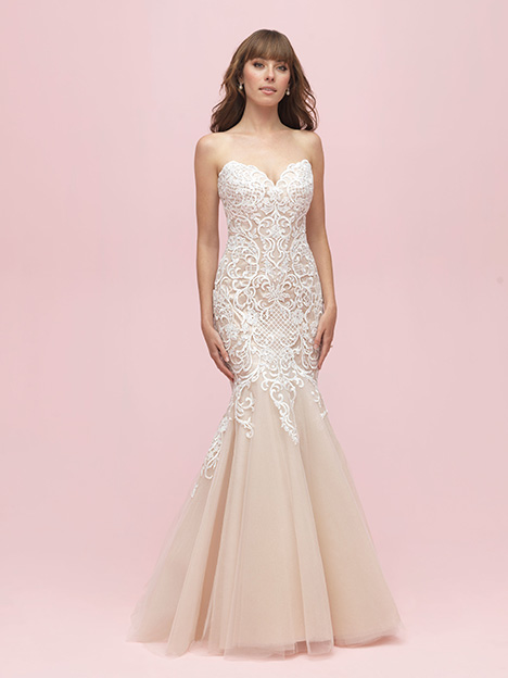 3200 gown from the 2019 Allure Romance collection, as seen on dressfinder.ca