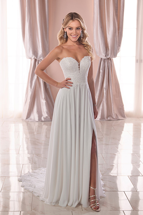 6786 gown from the 2019 Stella York collection, as seen on dressfinder.ca